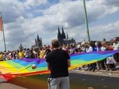 Regenbogenfahne vor Kölner Dom CSD Köln 2019